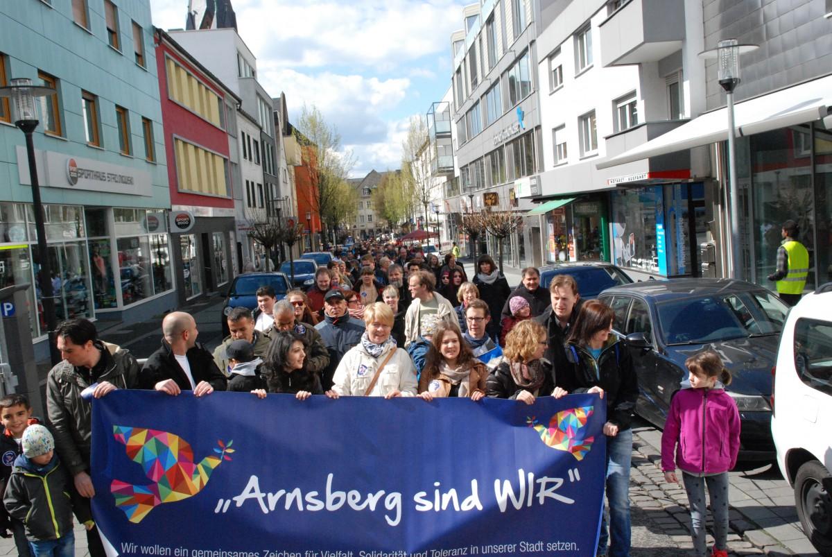 Über 500 Arnsberger und Gäste spazieren in Neheim: Aktion für Toleranz und Verständigung