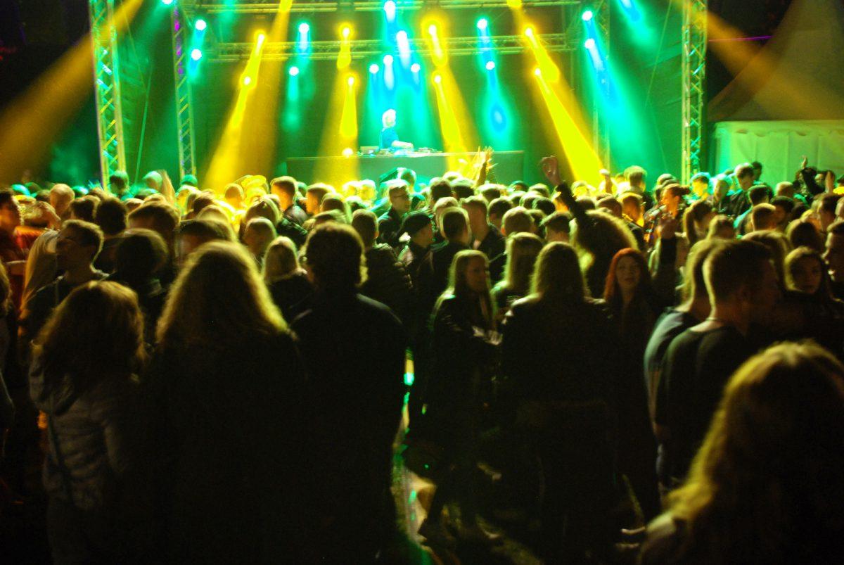 Ruinenfest mit fulminantem Auftakt: DJ Jan-Christian Zeller mixt coolen Sound