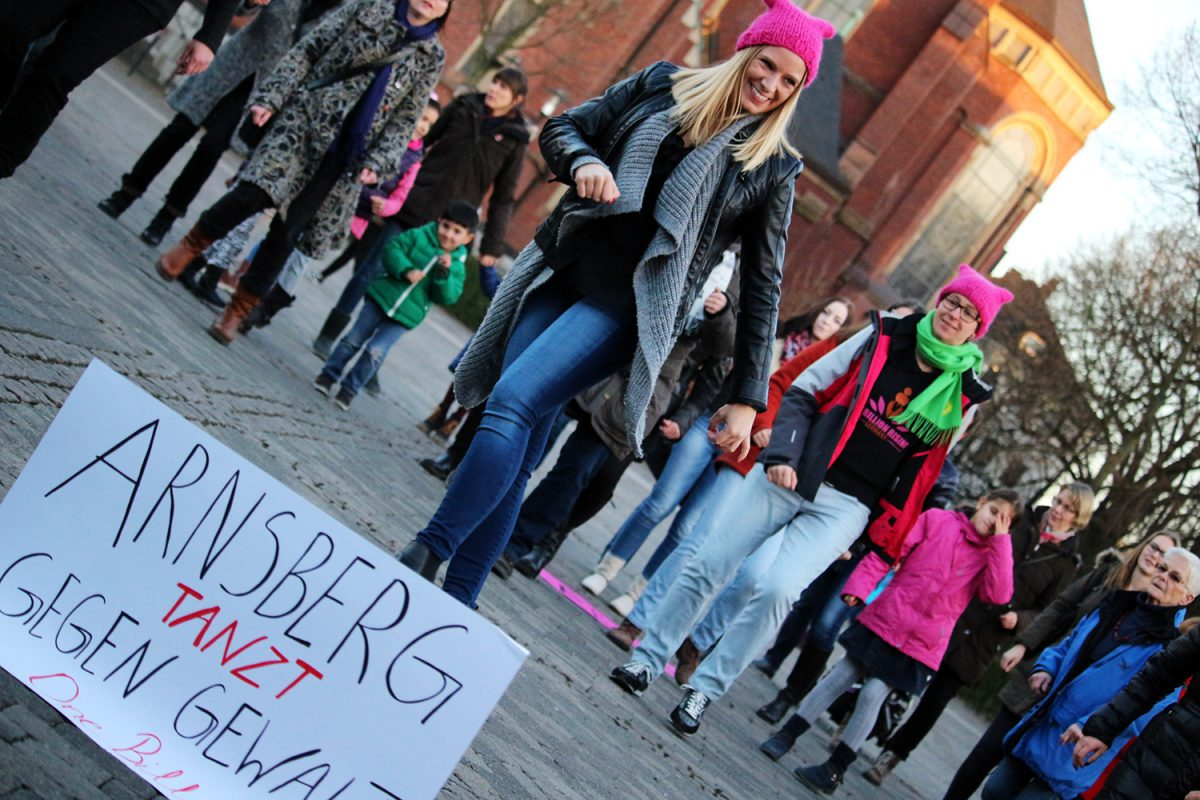 """Da tanz´ ich drauf"" –  ONE BILLION RISING in Arnsberg-Neheim (inkl. VIDEO)"