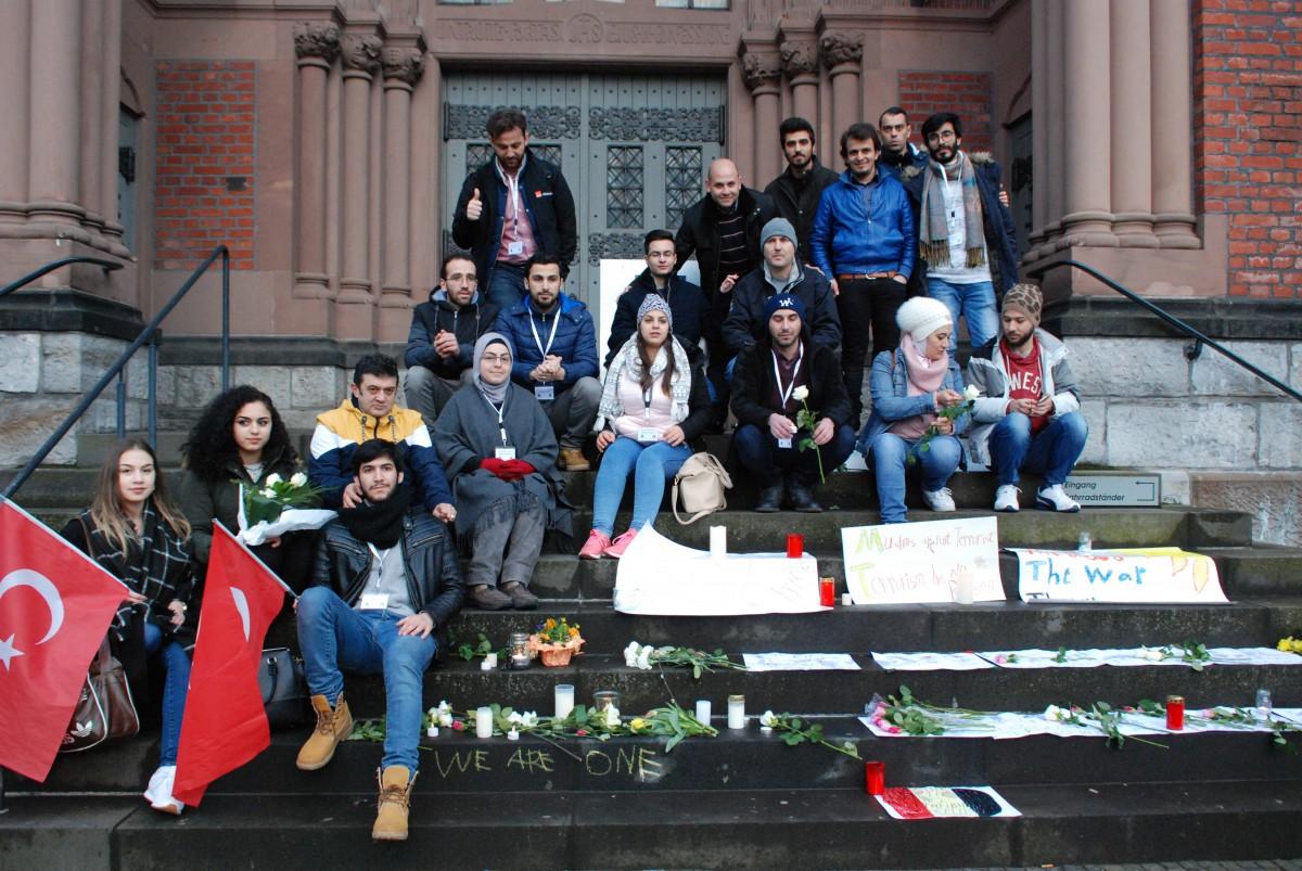 Die Kultur der Trauer ist international: Trauer-Demo in Neheim für Brüssel
