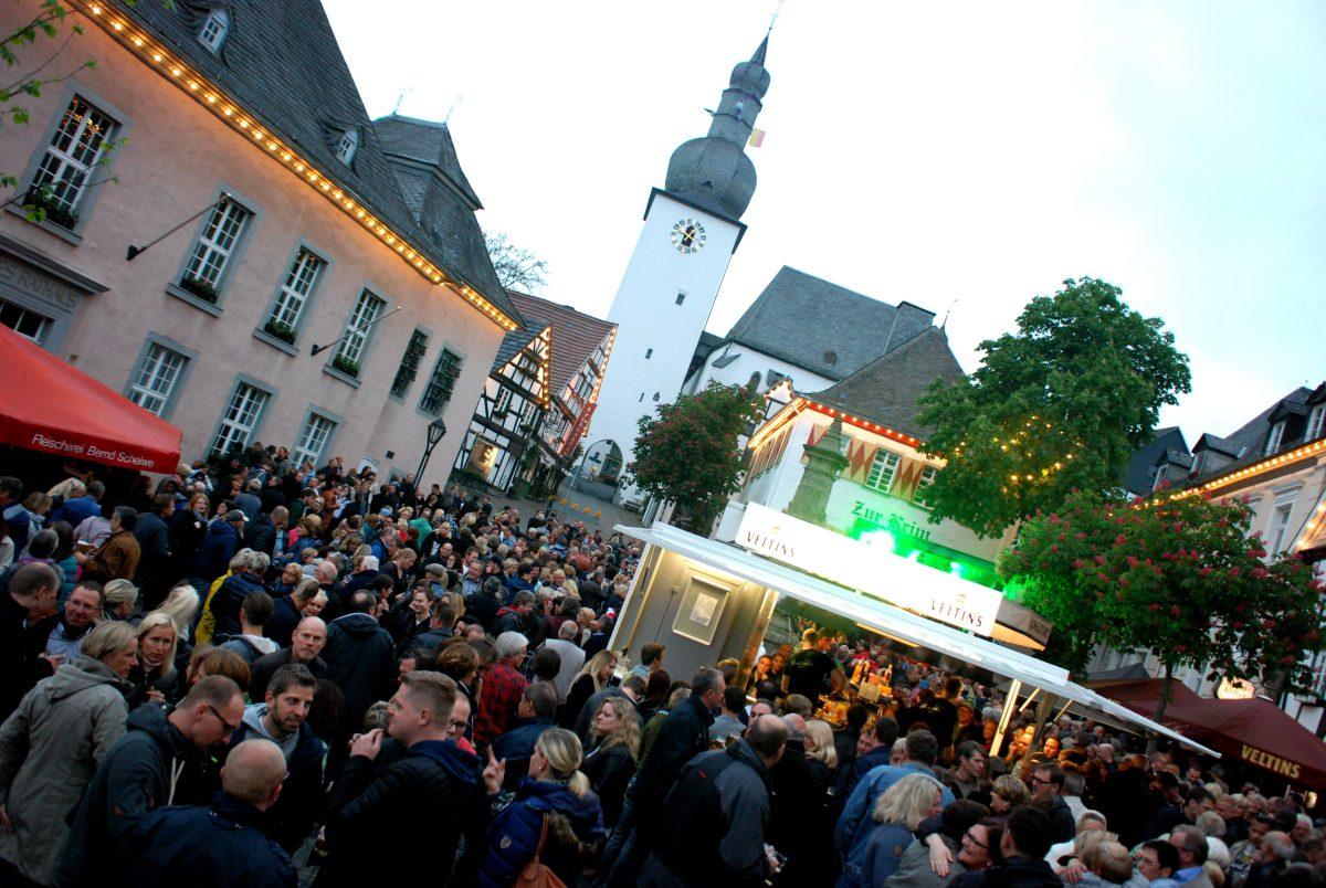 """Bestens besuchter Dämmerschoppen läutet zweite Halbzeit bei der """"Arnsberger Woche"""" ein"""