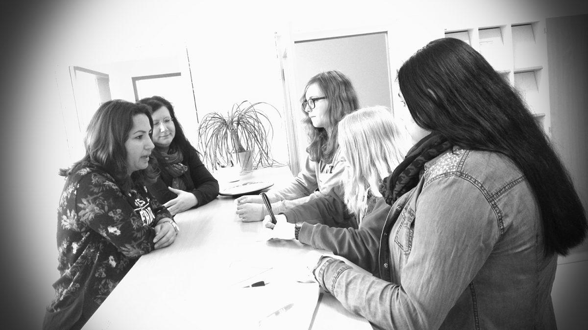 """""""AWS Talk"""" – Sekundarschule präsentiert Schülerzeitung beim DIES internationalis"""