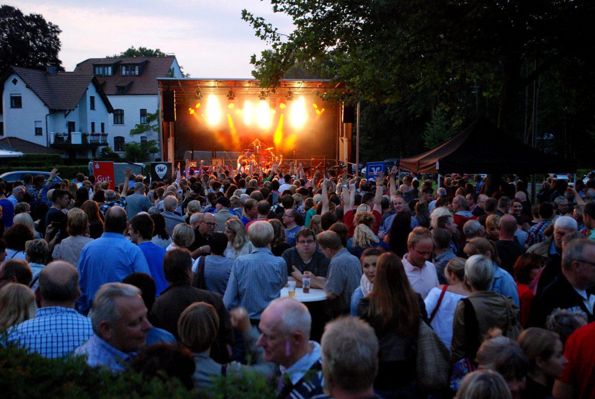 """""""Black & White"""" wollen Regen vertreiben – Donnerstags live in Arnsberg (und mit Schirm!)"""