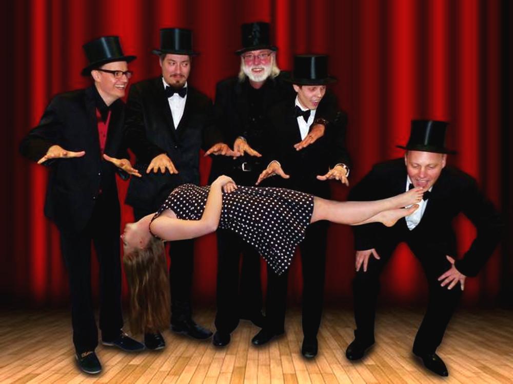Hokus-Pokus, drei Mal schwarzer Kater – Samstag läuft die Zaubershow auf der Freilichtbühne in Herdringen
