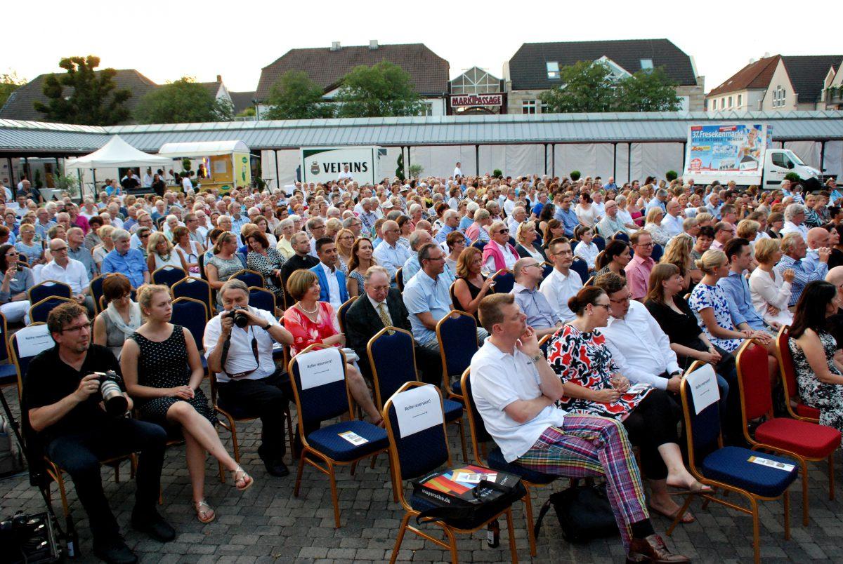"""Jazzige """"Toccata"""" begeistert 600 Zuhörer vor dem Dom"""