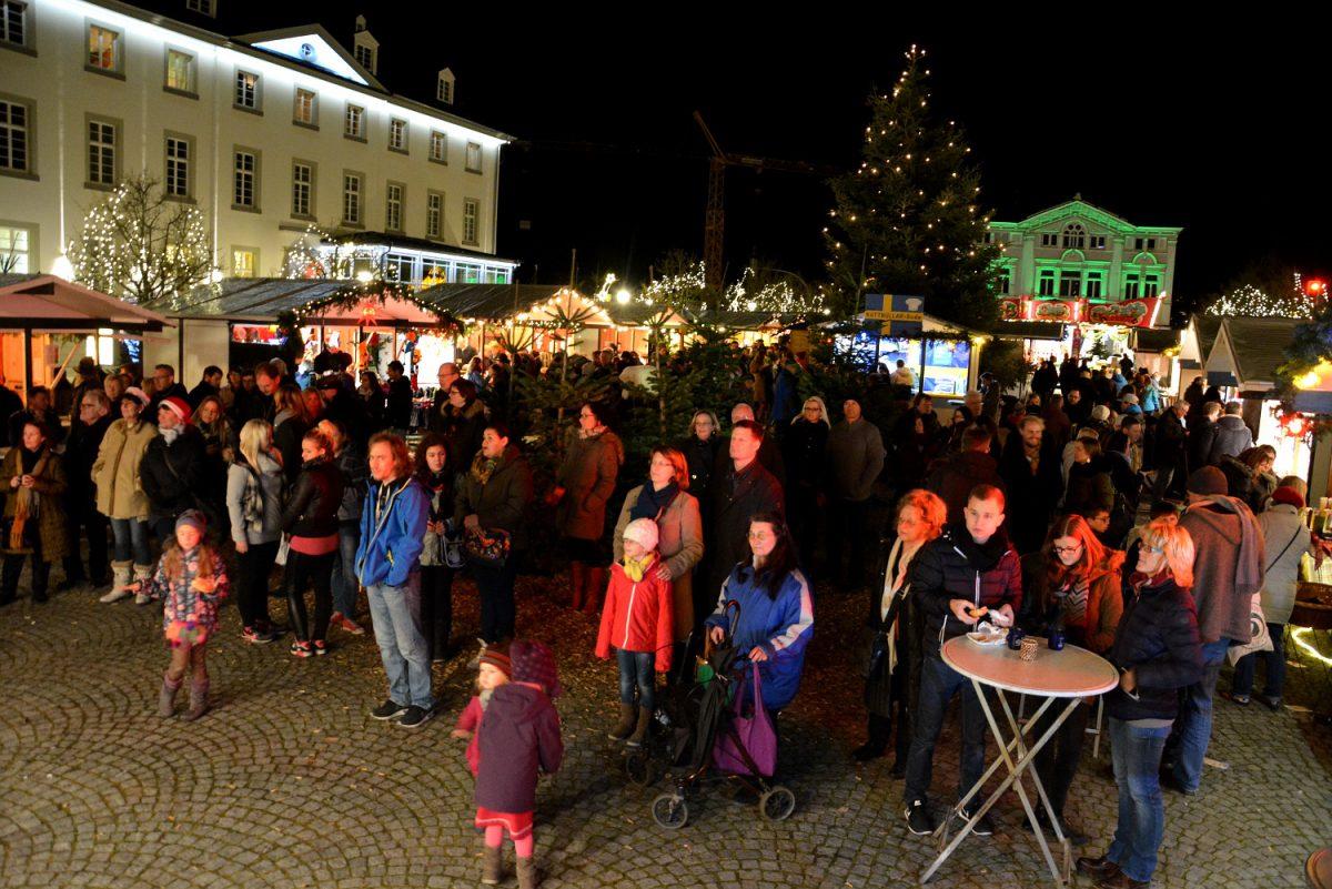Arnsberger Weihnachtsmarkt öffnet ab Freitag Hütten und Bühne
