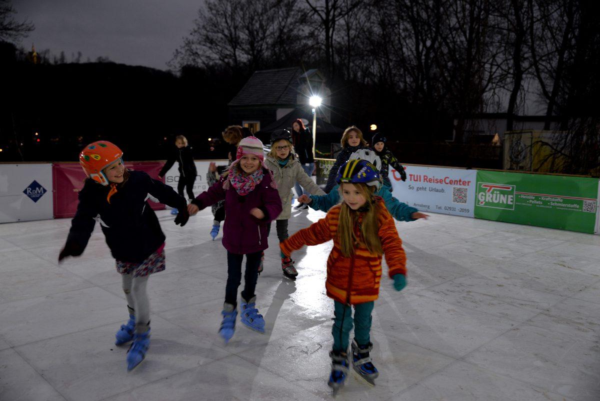 Winterspaß bei 13 Grad plus: Eislaufen in den Bürgergärten eröffnet!