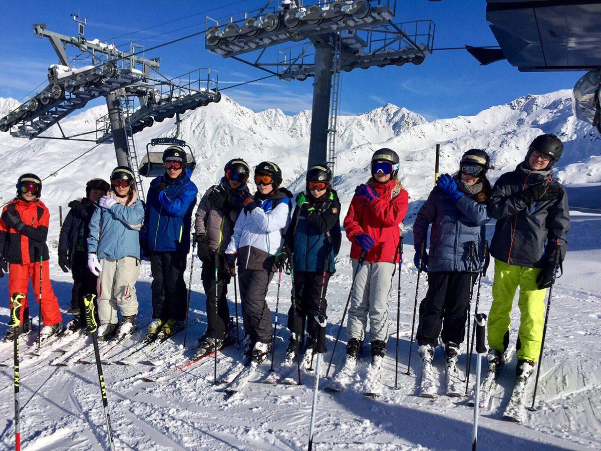 Auf die Ski, fertig, los – AWS-Schüler/innen verbringen Skiwoche in Schweizer Alpen
